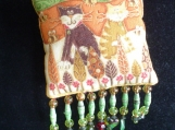 Pillow Brooch: Two Cats in the Leaves