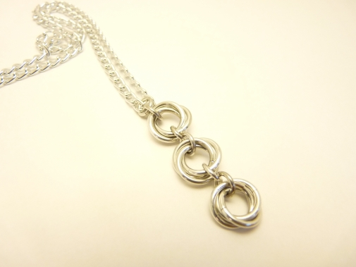 Chainmaille pendant, Mobius, Silver.