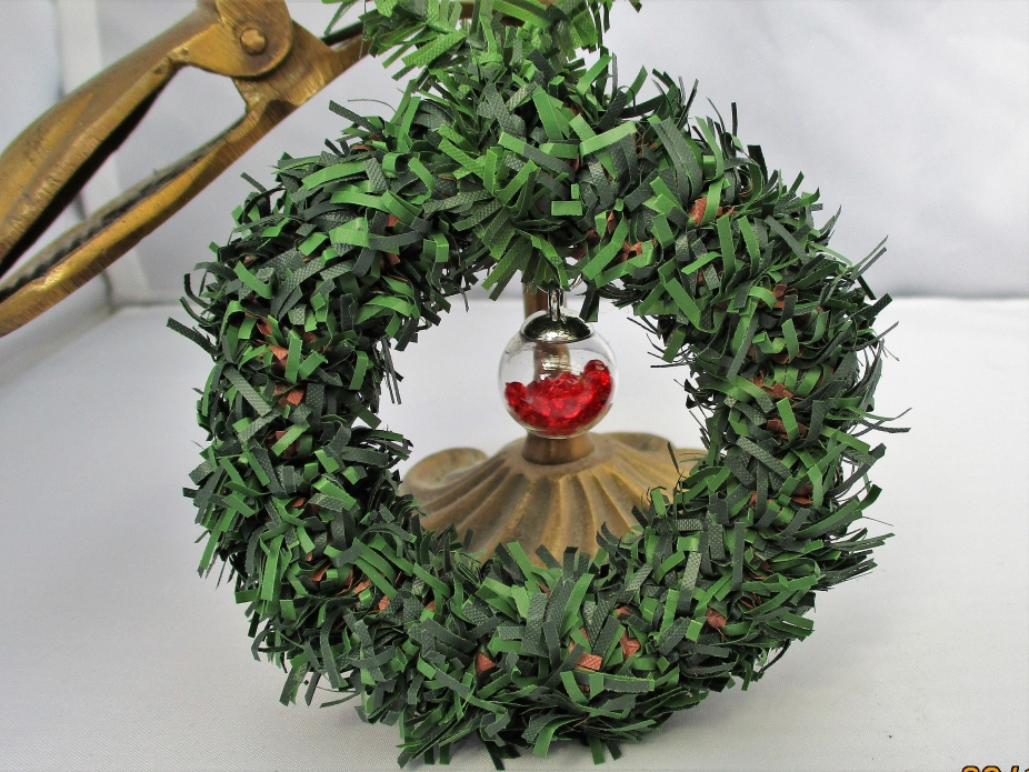 Christmas Wreath With Red Ornament Snow Charm