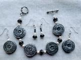 2 pairs of earrings & bracelet (B)