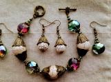 2 pairs of earrings & bracelet (C)