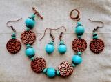 2 pairs of earrings & bracelet (D)