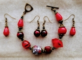 2 pairs of earrings & bracelet (H)