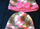 Crochet kids hats (with pink bow) 1-3 yrs old