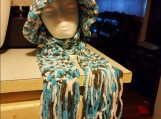 A blue and brown hat and scarf set