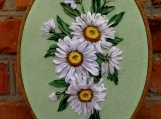 Hoop embroidery Ovale ribbon framed  picture daisies ribbon embr