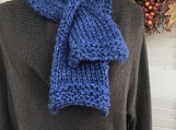 Women's Knitted Keyhole Scarf - Blue