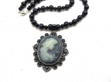 Shadow beauty necklace