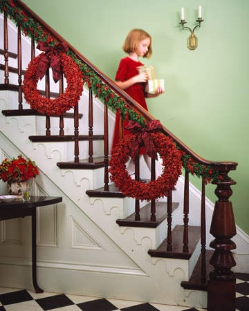 Xmas decor - red wreaths