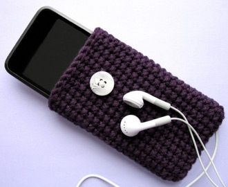Crocheted Cozy for iPod touch, iPhone and classic.