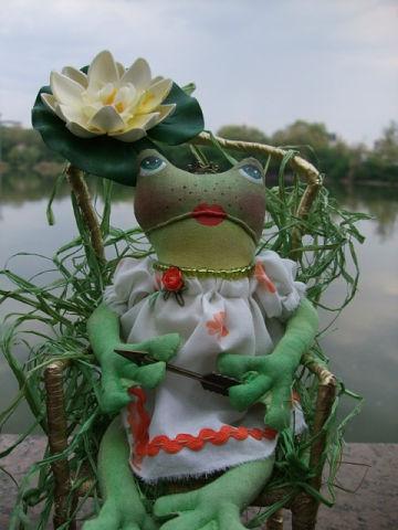 Handmade frog toy, Elena Kovaleva