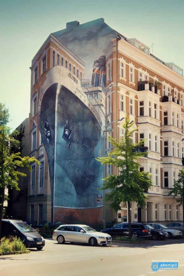 Titanic Ship Building City Picture, Street Art, Berlin Germany